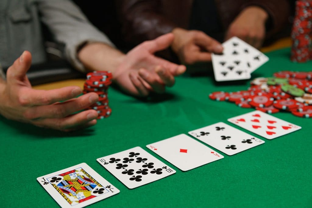 How to Get Weekly Income from Professional Idn Poker Sites