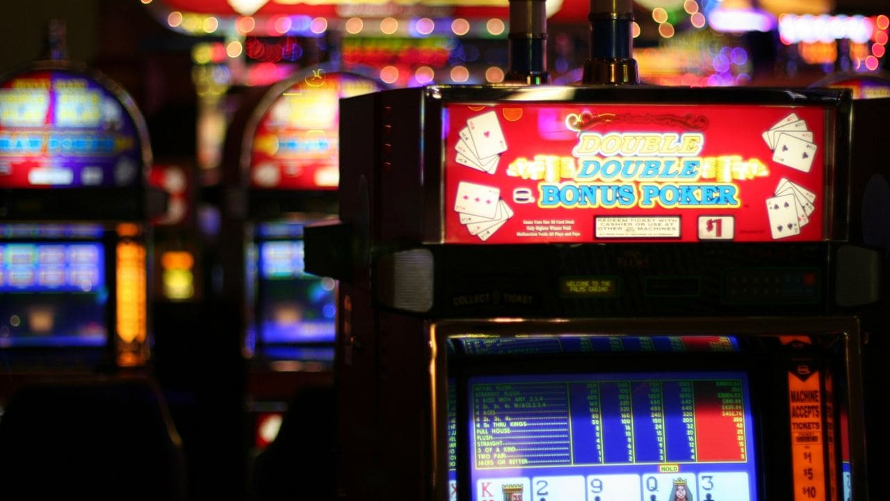 Play Indonesian Online Slot Gambling on a Smartphone