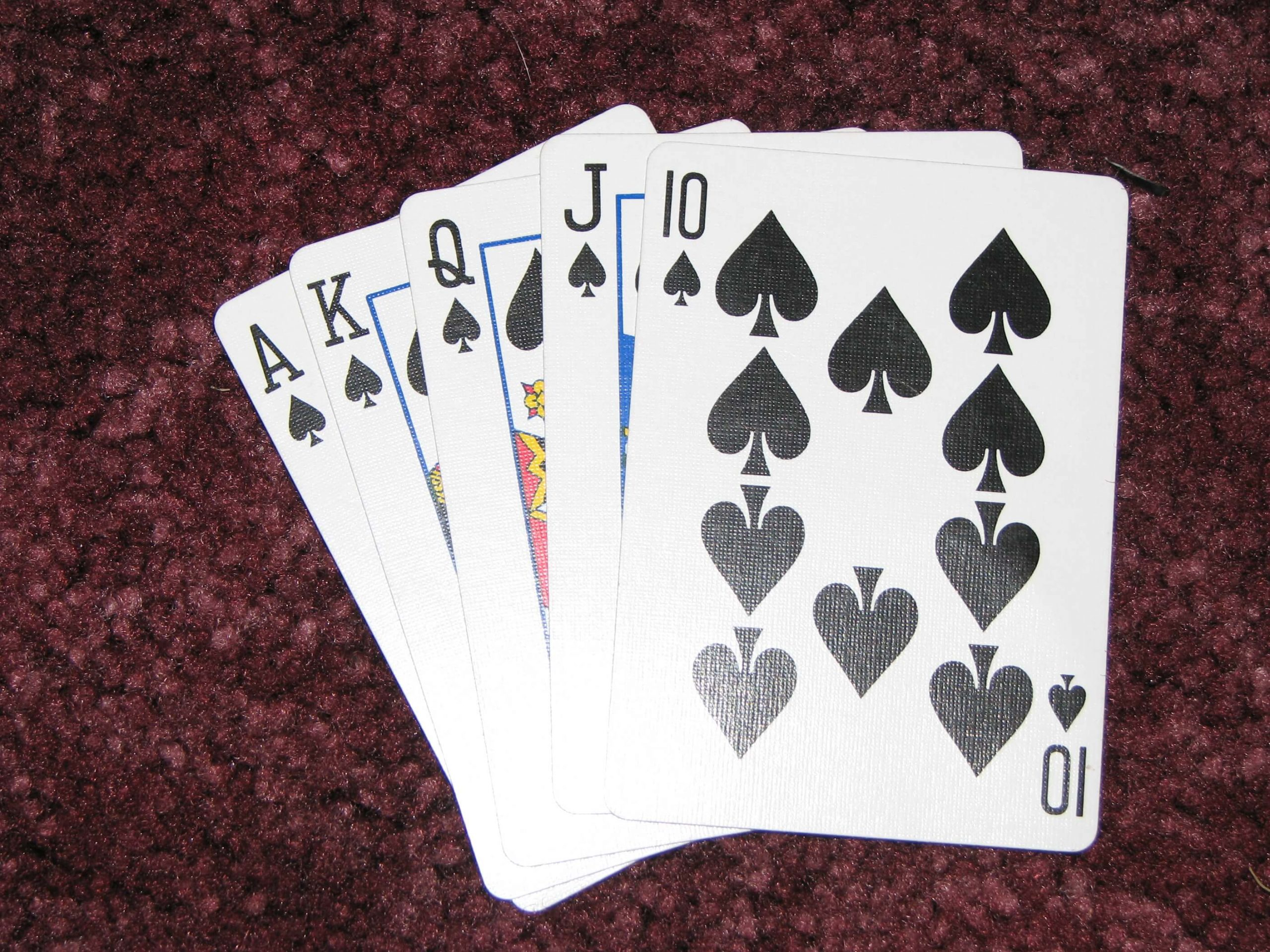 Advantages And Disadvantages of Using Online Poker Technology